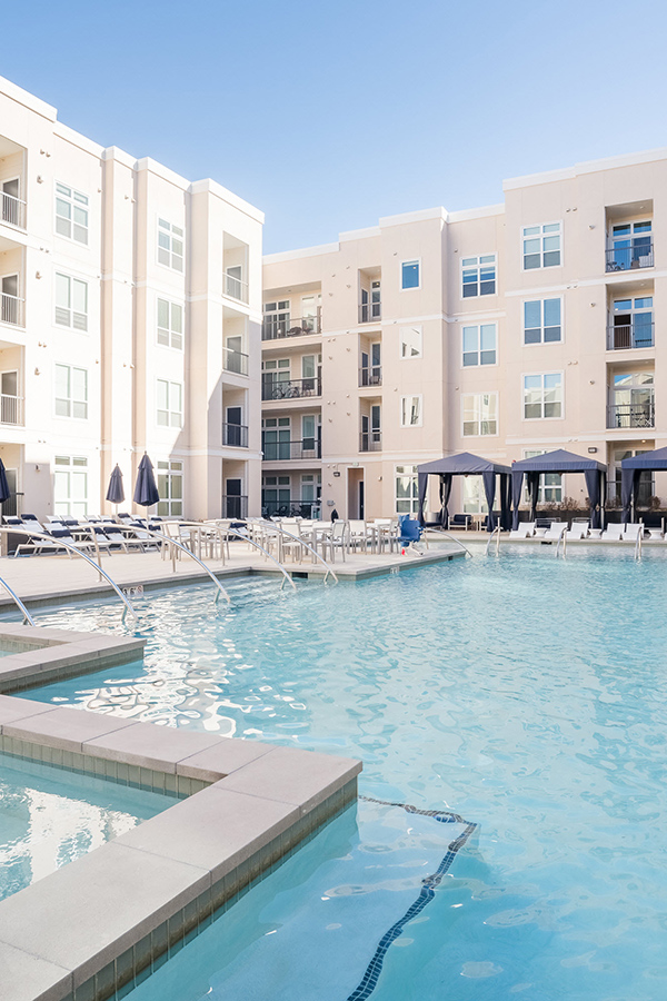 Large resort-style pool and hot tub in IMT RidgeGate courtyard