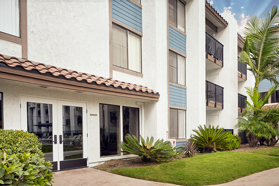 Mission Valley apartments with lush landscaping and apartment balconies.